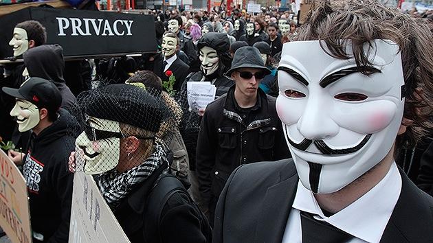 Internet se ha convertido en una poderosa herramienta para que los usuarios puedan dar su opinión libremente, algo que, en efecto, representa una creciente amenaza para la elite que […]