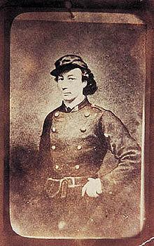 """Apuntes biográficos """"Todo poder encarna la maldición y la tiranía; por eso me declaro anarquista"""". Louis Michel, una de las grandes revolucionarias de la historia, nace en un castillo del […]"""